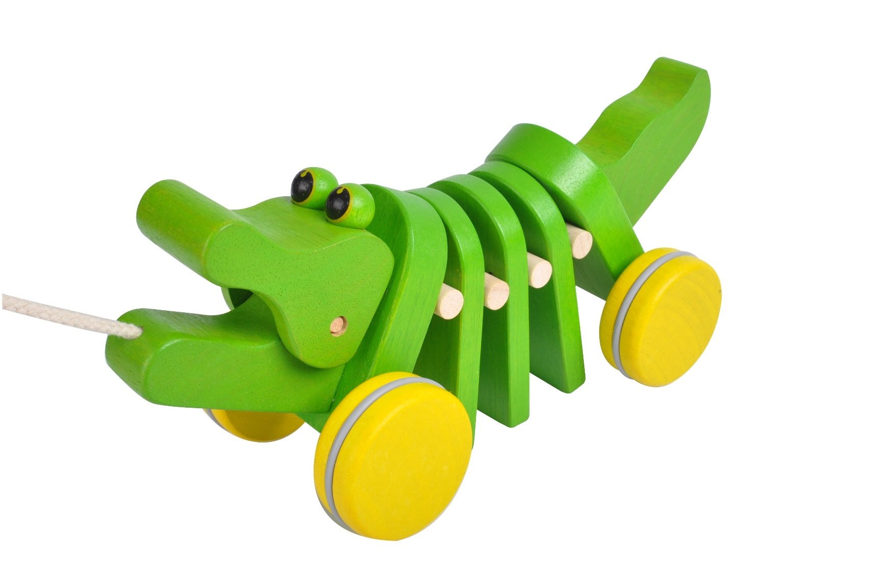 a green wooden alligator pull toy with wooden accordian sections in the middle, yellow wheels and a white string on a white background