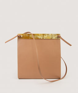 SAGAN Vienna - the Gwyneth bag, Size M, color nude, made from Italian calf leather, horn detail, adjustable shoulderstrap.