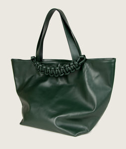 SAGAN Vienna - XL Tote bag, vegetable tanned leather, green, hand braided signature leather handle, functioning as fastening detail. Inner zip pocket.