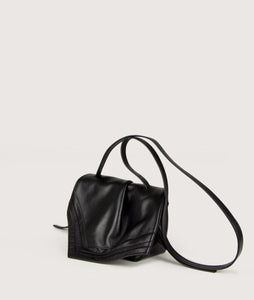 SAGAN Vienna - Scarf Crossbody bag, size S, made from spanish lamb leather with natural grain, in black. It comes with two sides buckle and an adjustable long shoulder strap. Small inner pocket and outside pocket on the back. Smooth lamb leather lining.
