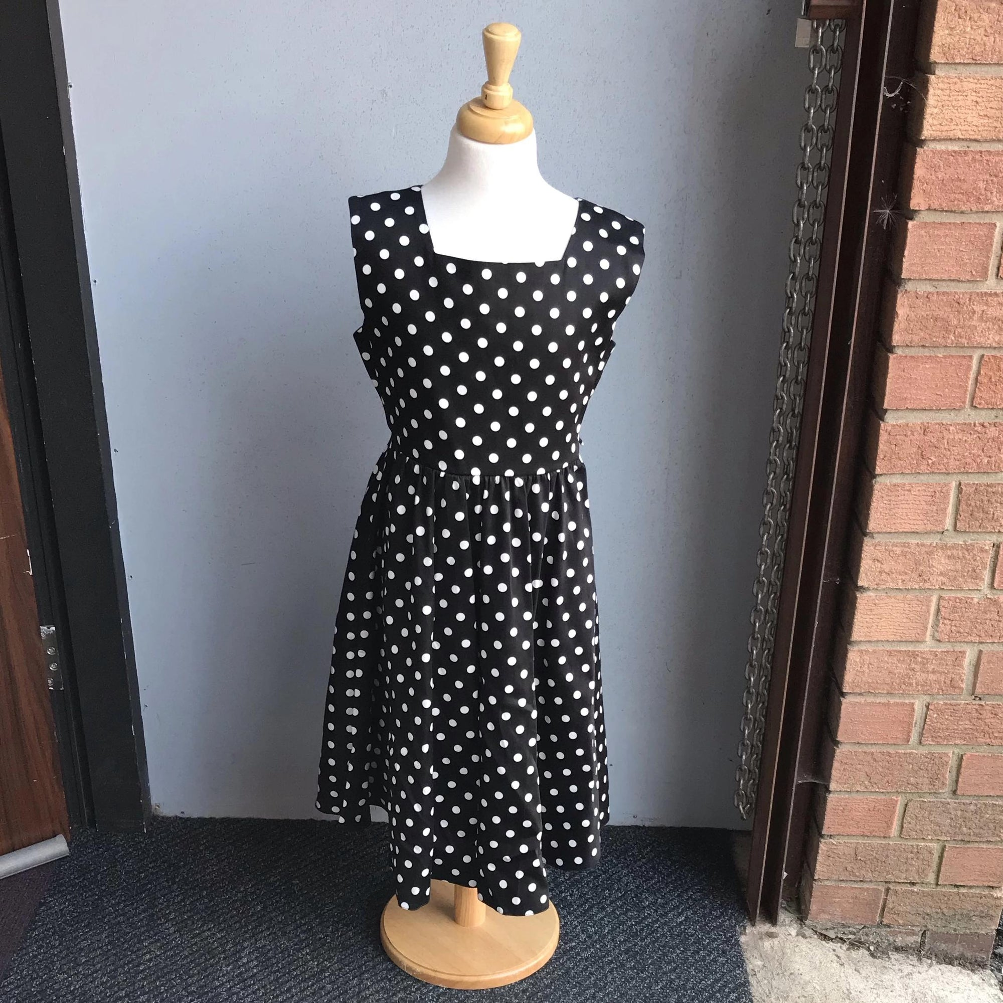"Lady Vintage ""Little Vintage"" Swing Dress Black and White Polka dot-Vendemia"