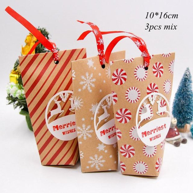 1SET Mix Types Deer Snowflakes Candy Gift Bags With Stickers Merry Christmas Guests Packaging Boxes Christmas Party Gift Decor
