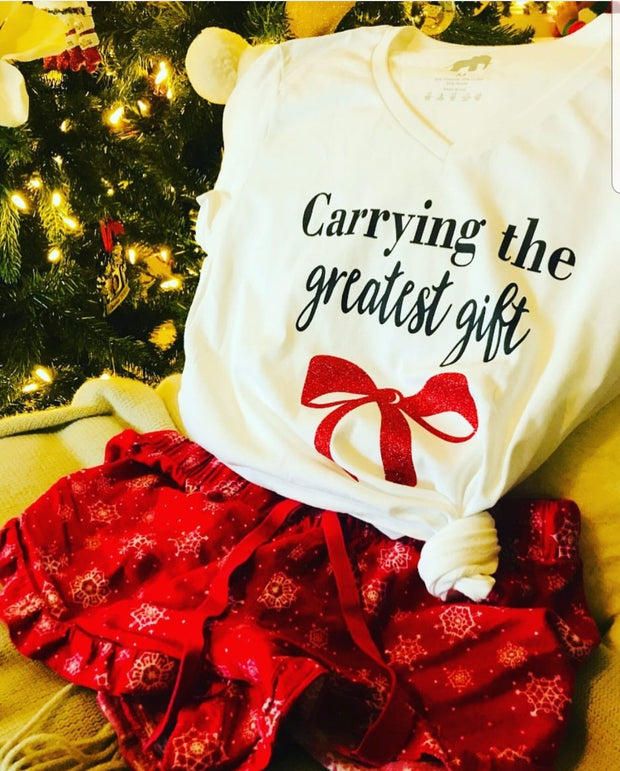 """Carrying the Greatest Gift"" Short-Sleeved Maternity Shirt - The Stork Bag"