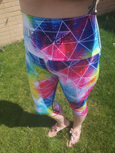 Load image into Gallery viewer, Luesque VERSION 2 Shattered Rainbow Capri Length Leggings