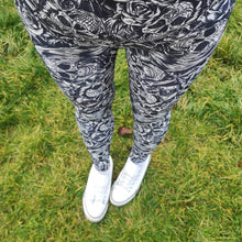 Load image into Gallery viewer, Luesque Monochrome Skulls Casualwear Leggings