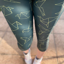 Load image into Gallery viewer, Luesque Origami Birds Capri Length Leggings