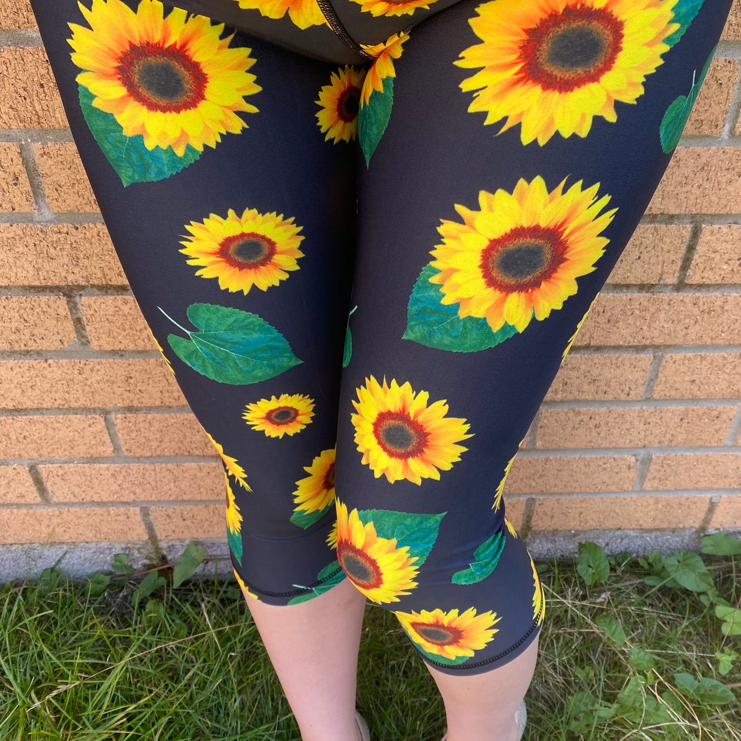 Luesque VERSION 3 Sunflowers Capri Length Leggings