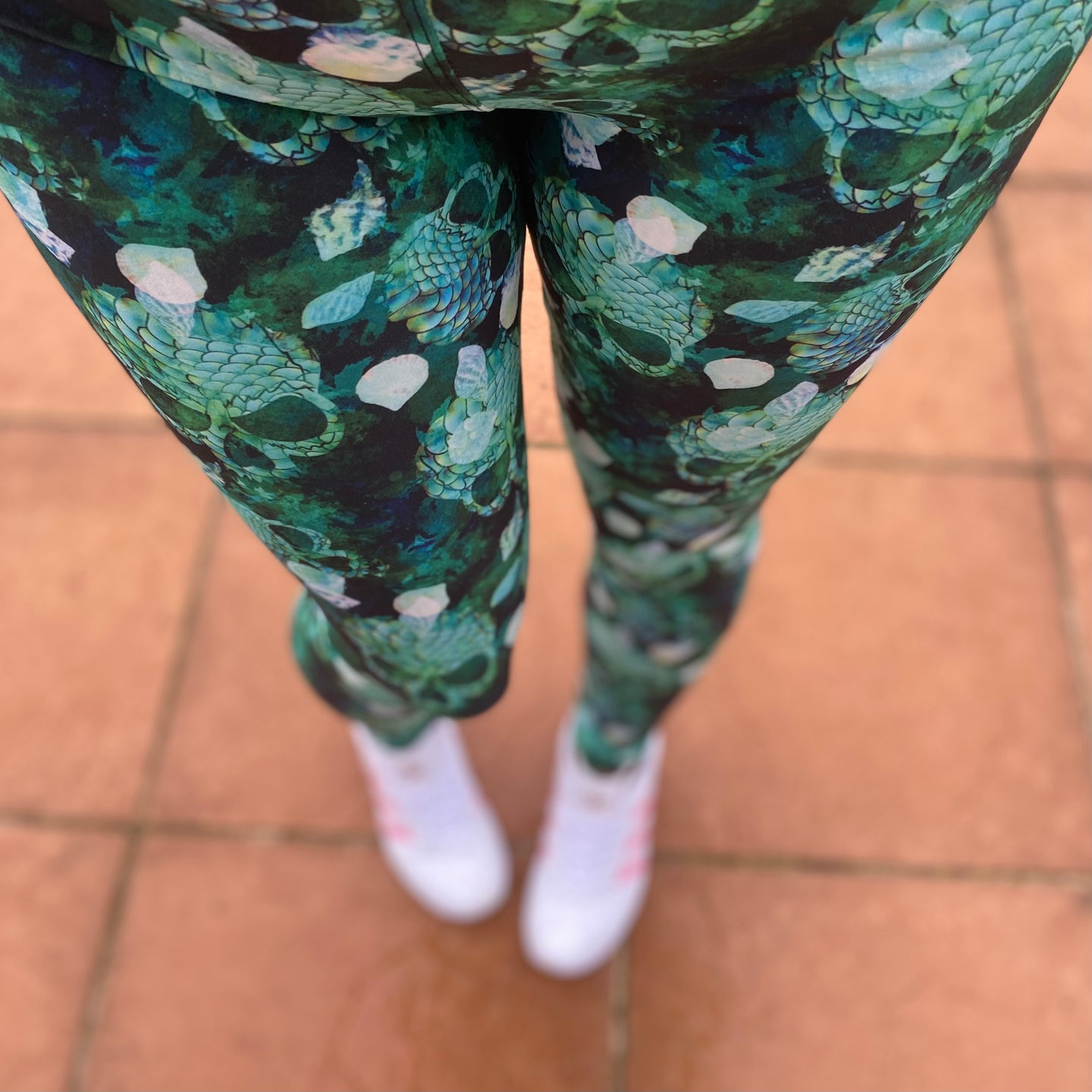 Luesque Green With Envy NEW Yoga Band Casualwear Leggings