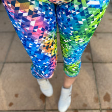 Load image into Gallery viewer, Luesque Kaleidoscope Capri Length Leggings