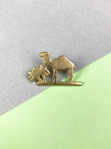 "Pin's ""Camel"" Or Vintage"