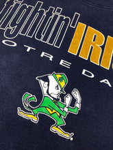 "Charger l'image dans la galerie, Sweat ""Fighting Irish de Notre Dame"" Vintage"