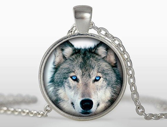Majestic Wolf Pendant Necklace