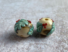 Load image into Gallery viewer, lampwork holly leaves and berries