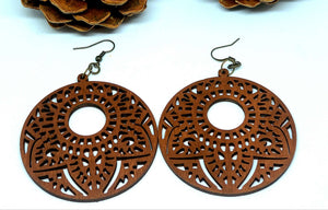 Wooden circle leaf round laser cut earrings - Shabbydabbsdesign