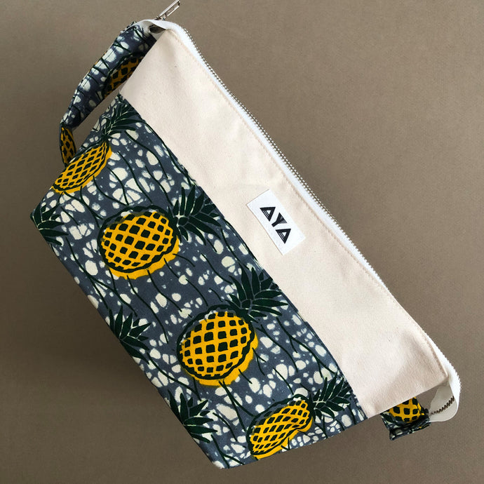 TRAVEL CLUTCH [Yellow-Pineapple]