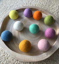 Load image into Gallery viewer, Spring Felt Balls 5cm