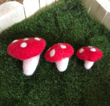 Load image into Gallery viewer, Felt Toadstool 4cm