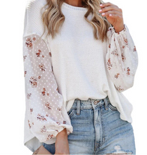 Load image into Gallery viewer, WHITE BLOSSOM KNIT TOP