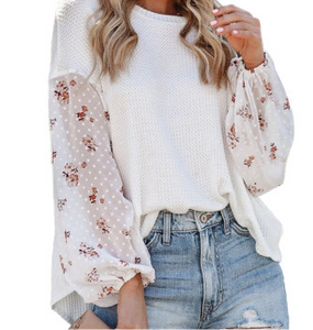 WHITE BLOSSOM KNIT TOP