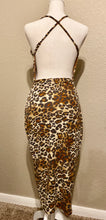 Load image into Gallery viewer, LEOPARD MIDI DRESS