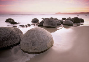 Wizard+Genius Moeraki Boulders at Oamaru Fotobehang 366x254cm | Yourdecoration.nl