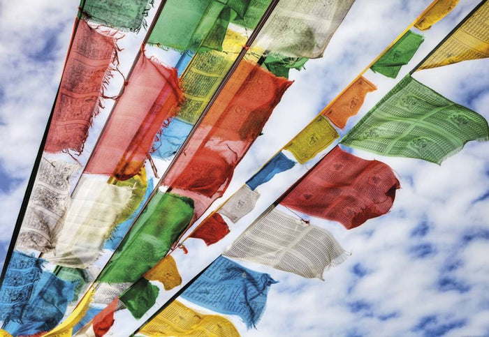 Komar Prayer Flags Fotobehang 184x127cm