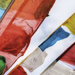Komar Prayer Flags Fotobehang 184x127cm | Yourdecoration.nl