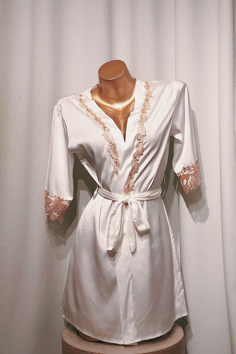 Verdi White Robe