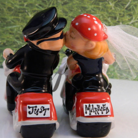 Hoggin' Bride and Groom on Motorcycles Cake Top