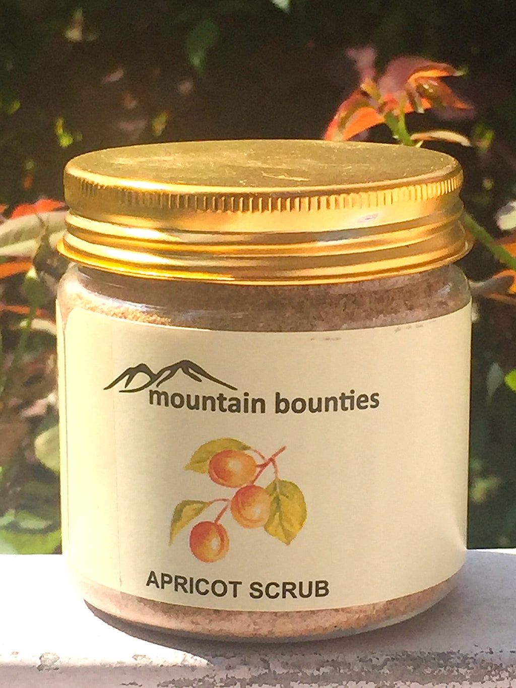 "Hand pounded Apricot kernel granules gently scrubs the skin to remove dead skin cells and blackheads without scratching or irritating the skin. This is a ready to use exfoliant like traditional homemade ""skin friendly"" remedies. It has traces of apricot oil to keep skin moisturised and prevent unnecessary drying of skin. No chemicals, no preservatives."