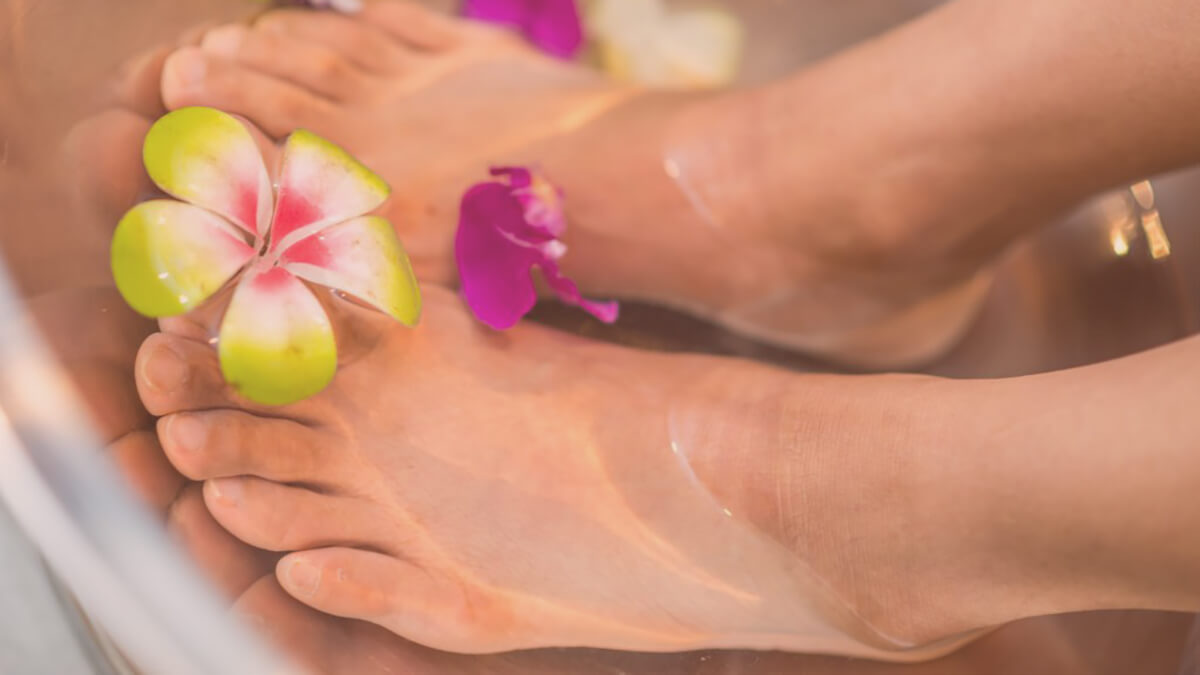Enjoy a long and refreshing detox foot soak