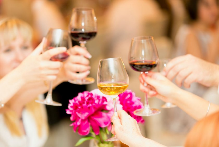 6 menopause hot flash triggers to avoid alcohol