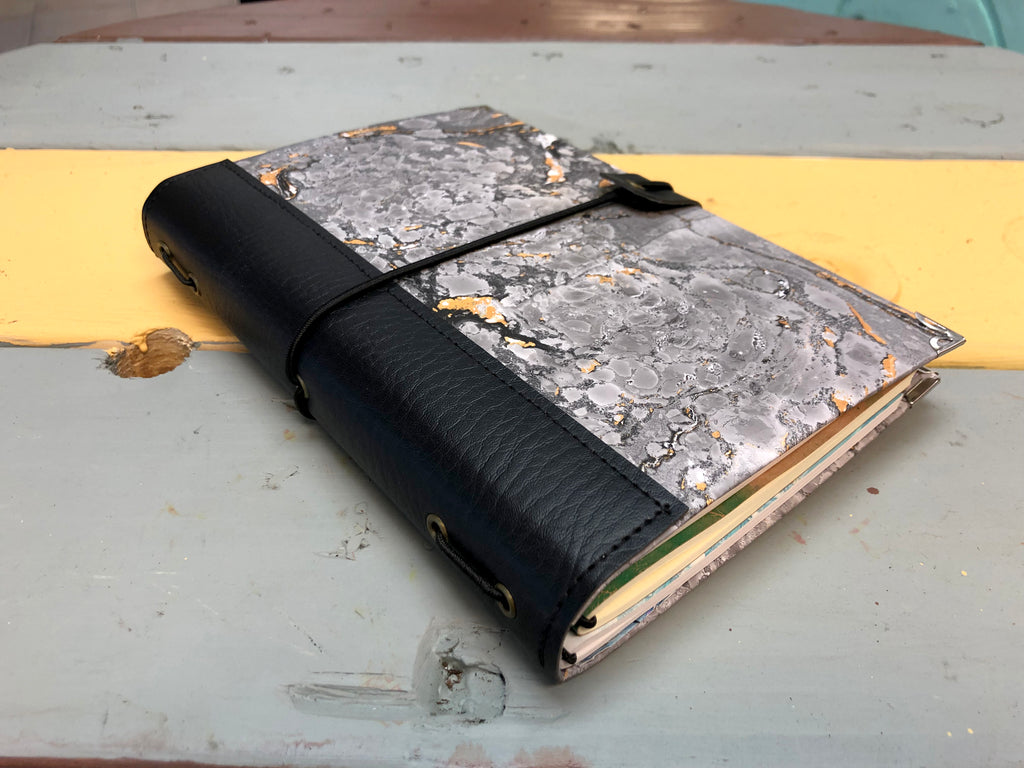 Hand-marbled traveler's notebook with black fauxleather - OakPo Paper Co.