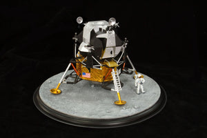 "1/48 Apollo 11 Lunar Module ""Eagle"" w/Astronaut and Diorama Base"