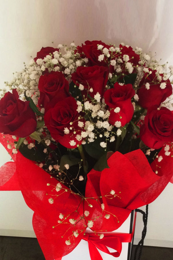 Half Dozen Colombian Roses In Bouquet, Hat Box or Handbag