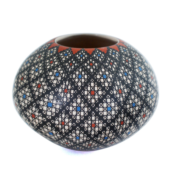 Rosa Loya: Lace Pot