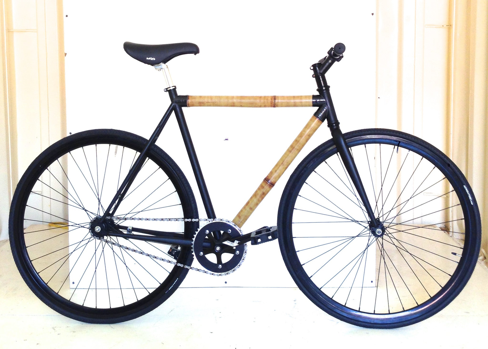2-Whole Tube Bamboo Bike with carbon fiber tube ends