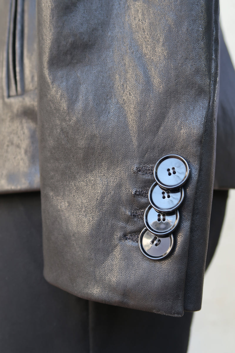 Detail Notes / Italian Lambskin & Shiny Buttons Materials Worth Gushing Over