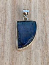 Load image into Gallery viewer, Labradorite silver pendant Quarter Circle