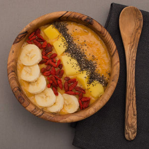 Goji Berries, Mango and Chia Seeds Smoothie