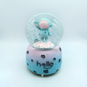 Little Astronaut: Cute Snow Ball Decorative Gift