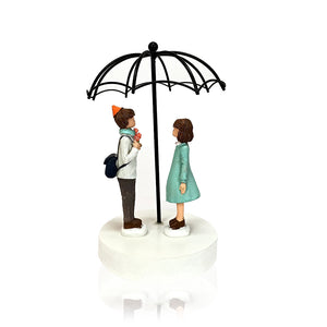 Lovers Under Umbrella : Decorative Showpiece Gift for Couple - Giftii