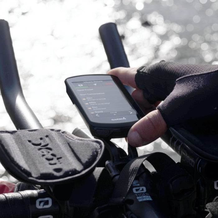 Cyclist using Garmin Edge 1030 Plus under direct sunlight