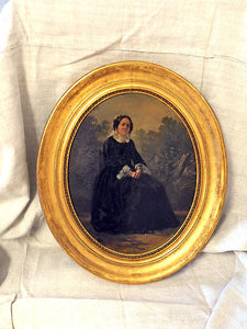 Small oval gilt frame of old lady sitting 111635