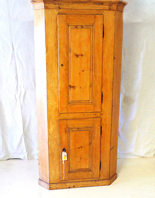 Corner cupboard 18th century  - pitch pine