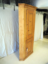 Load image into Gallery viewer, Corner cupboard 18th century  - pitch pine