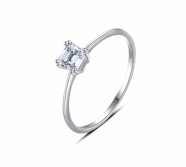Dainty single (simulated) diamond ring