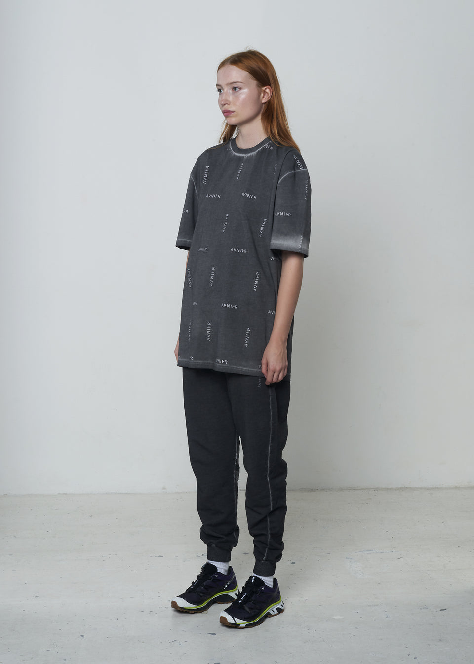AVNIER • T-shirt All Over Logo Gris