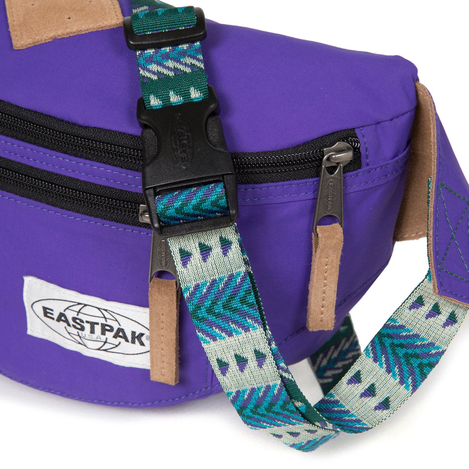 EASTPAK • Banane Bundel Native Violette