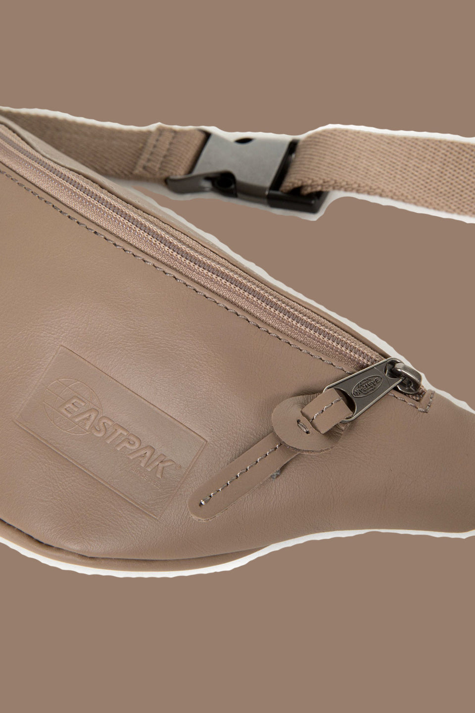 EASTPAK • Banane Springer Taupe Leather